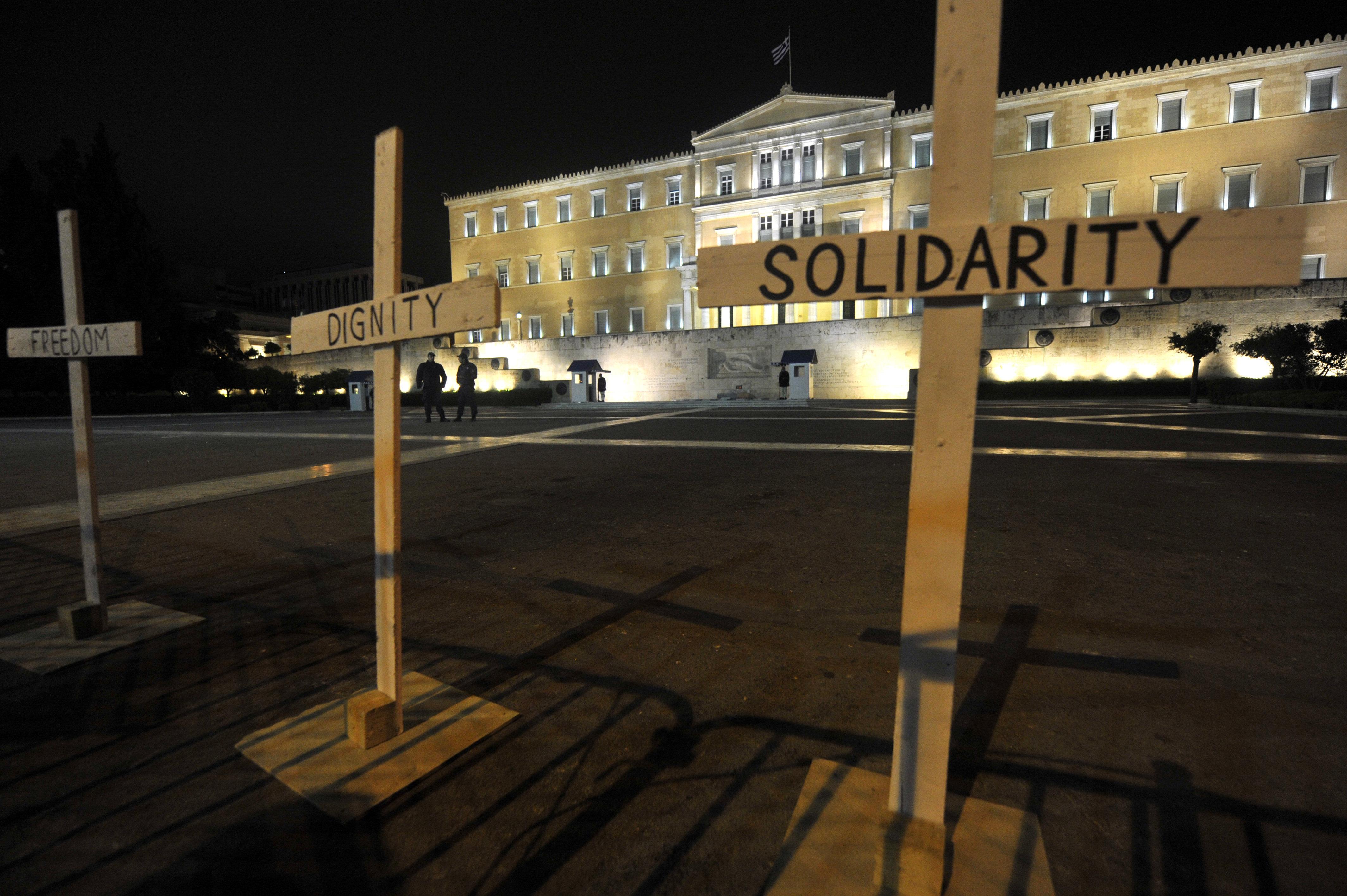 El Parlamento de Atenas tras el suicidio del pensionista
