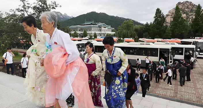 Norcoreanos se preparan para la reunión de las familias separadas