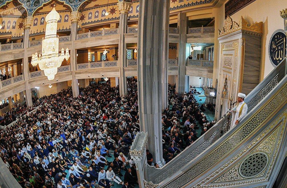 El jefe del Consejo de muftíes de Rusia, Ravil Gainutdin, en la Gran Mezquita de Moscú