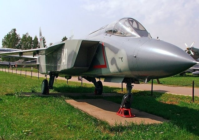 Avión de despegue vertical Yak-141, foto archivo
