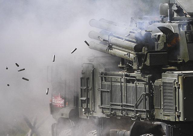 Sistema de misiles y de armas de artillería antiaérea Pantsir-S1 (archivo)