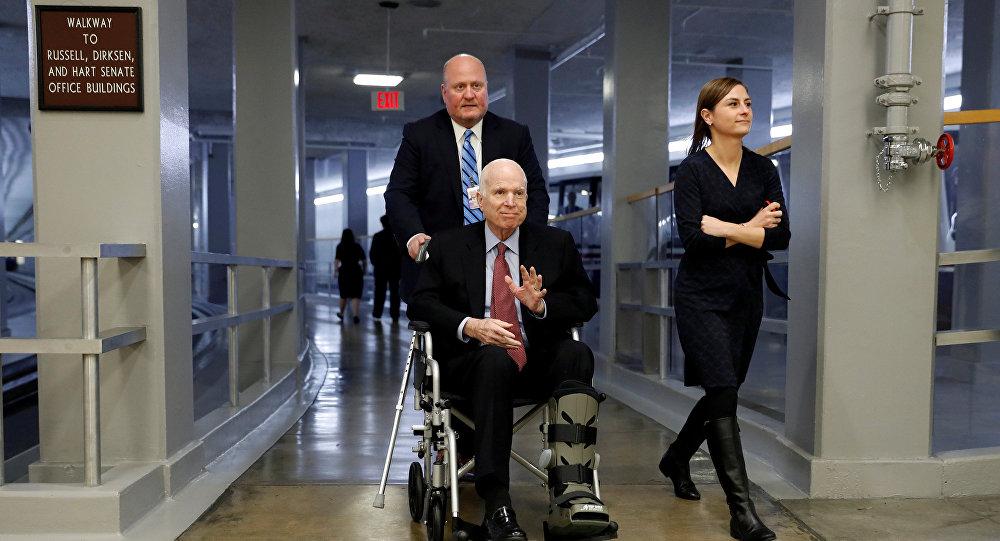 Senador John McCain dejará su tratamiento contra el cáncer
