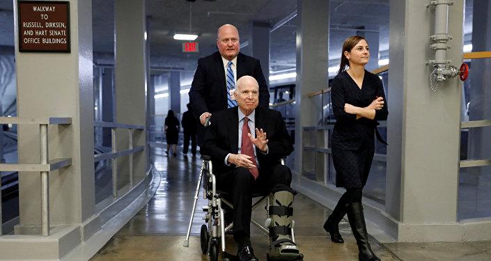 John McCain, senador estadounidense (archivo)