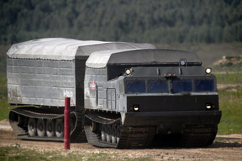 El todoterreno DT-10P es un vehículo de trasporte anfibio especializado en operar en condiciones extremas y de difícil acceso como pantanos, selvas y terrenos nevados o escabrosos
