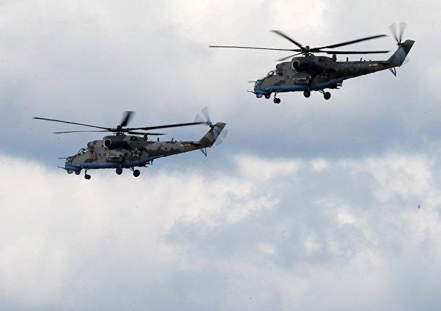 Helicópteros Mi-35 durante una maniobra conjunta de Rusia y Serbia