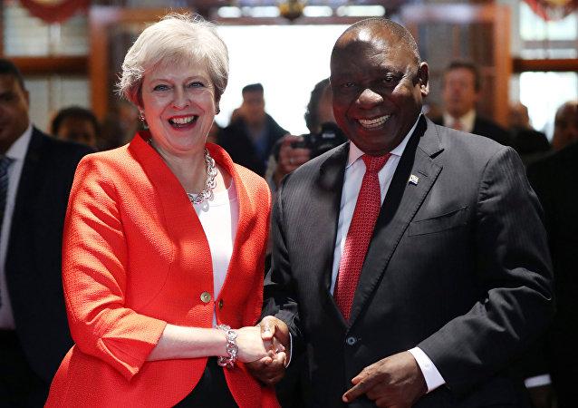 Primera ministra británica, Theresa May, y el presidente de Sudáfrica, Cyril Ramaphosa