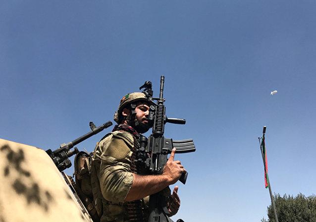 Un militar afgano