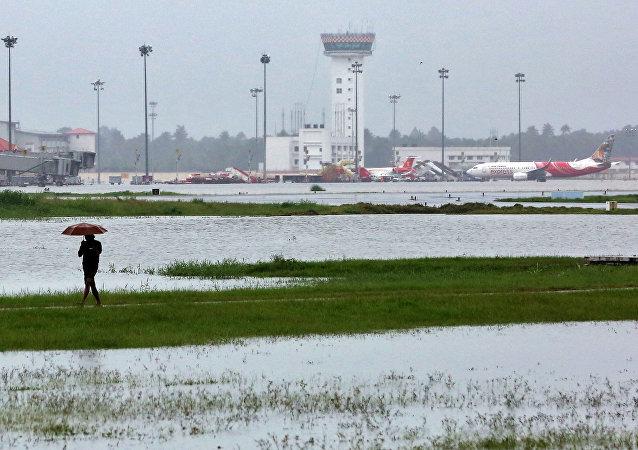 El aeropuerto internacional en la ciudad india de Cochín, afectada por las inundaciones