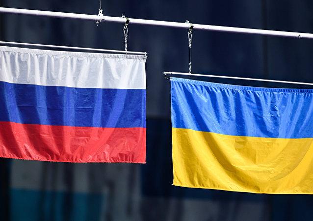 Las banderas de Rusia y Ucrania (archivo)