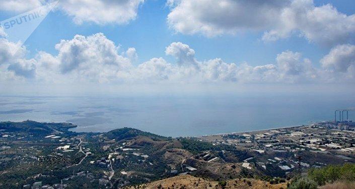 Vista de la ciudad de Baniyas desde el castillo Margat.