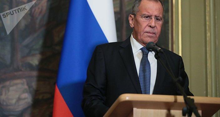 Los sospechosos del caso Skripal son de inteligencia militar rusa, dice May