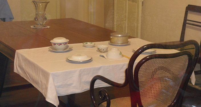 Ho Chi Minh utilizó tres modestas habitaciones de sirvientes del Palacio Presidencial de Hanoi hasta que estuvo lista la Casa Zancuda