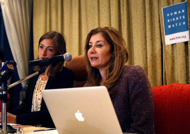 Directora de Human Rights Watch, Sarah Leah Whitson (R)