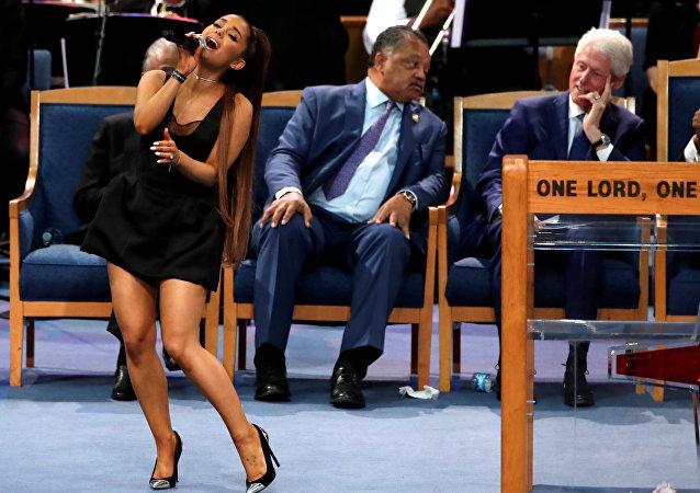 Ariana Grande canta en el funeral de Aretha Franklin