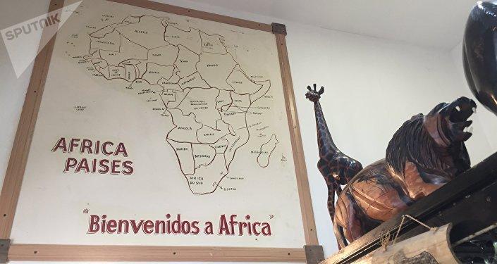 Interior del restaurante camerunés en Buenos Aires, El Buen Sabor Africano