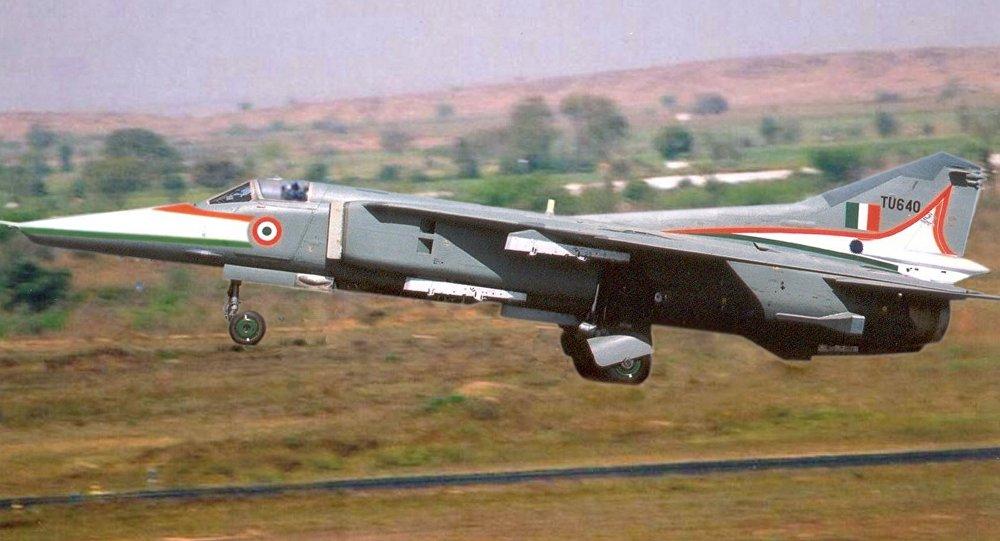 Un avión de combate MiG-27 de la Fuerza Aérea india