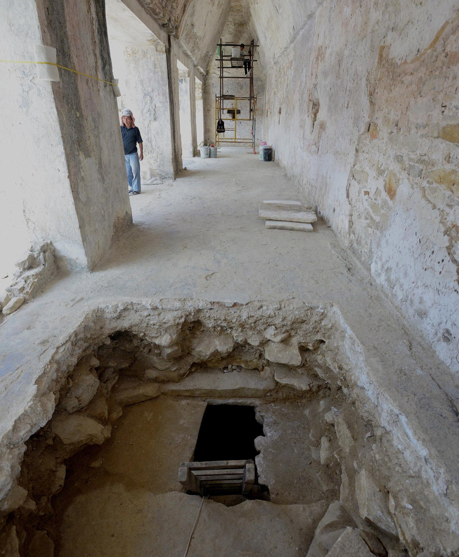 Subestructura, encontrada en el Palecio de Palenque, México