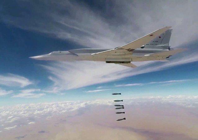 Un bombardero ruso lanza las bombas contra las posiciones de los terroristas en Siria (archivo)