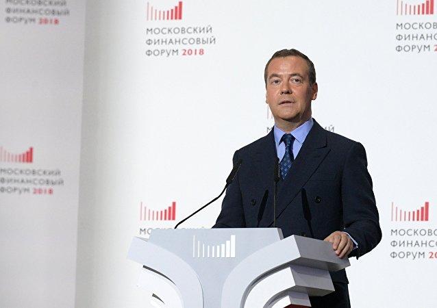 Dmitri Medvédev, primer ministro ruso, durante su discurso en el Foro Financiero de Moscú