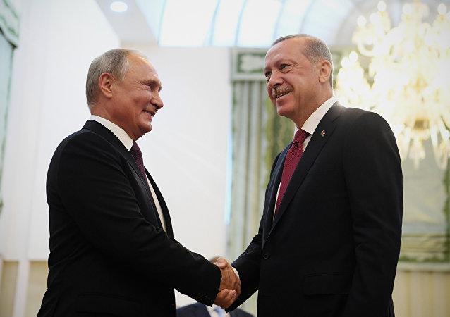 Presidente de Rusia, Vladímir Putin, y presidente de Turquía, Recep Tayyip Erdogan, en la reunión previa antes de la cumbre trilateral en Teherán