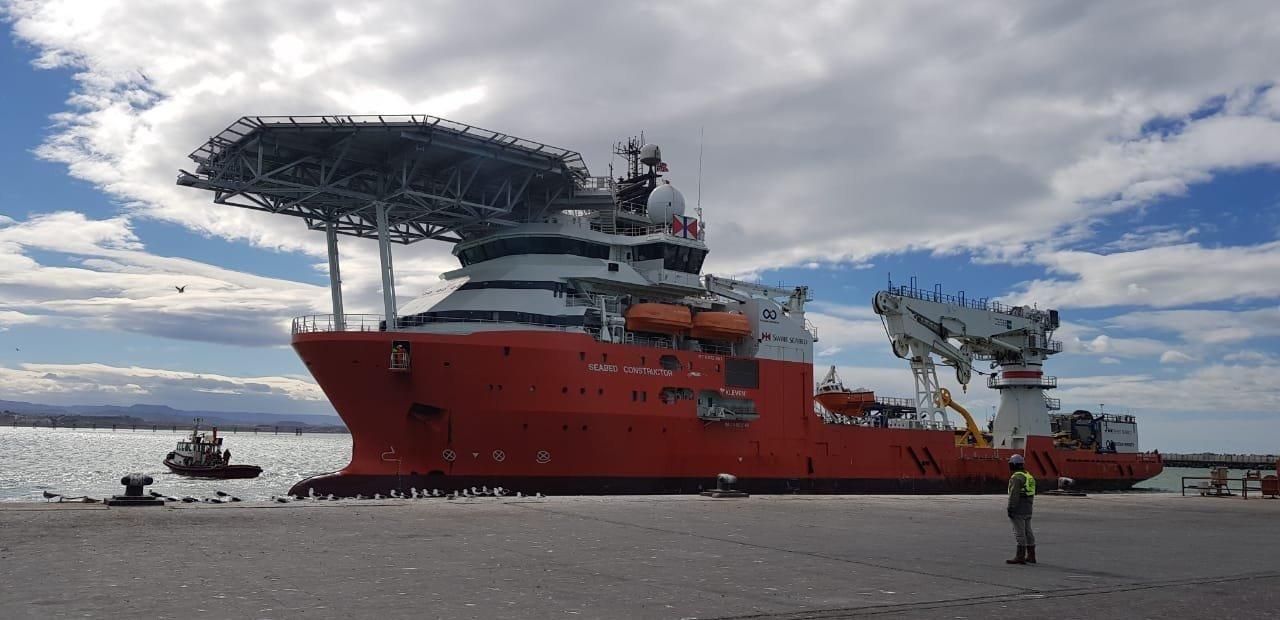 Buque noruego Beased Constructor en el puerto de Comodoro Rivadavia en Argentina