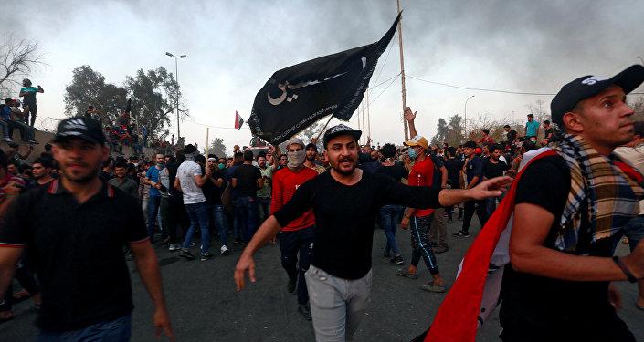 Manifestantes incendian consulado iraní en Basora — Irak
