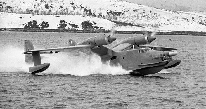 Avión anfibio soviético Beriev Be-12 durante maniobras militares en 1970