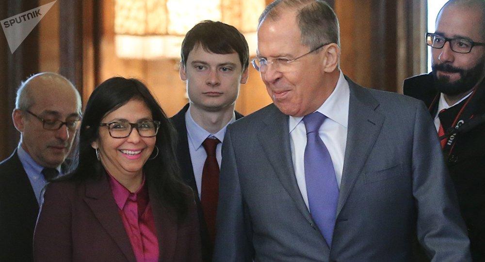 La vicepresidenta de Venezuela, Delcy Rodríguez, y el ministro de Asuntos Exteriores ruso, Serguéi Lavrov (archivo)