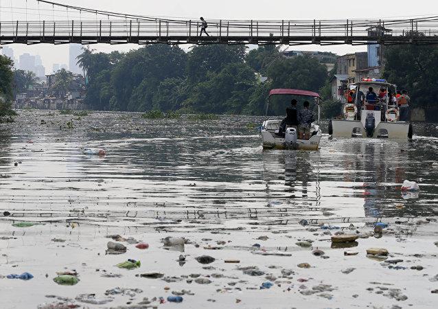 Residuos de plástico en la ciudad de San Juan, al este de Manila, Filipinas