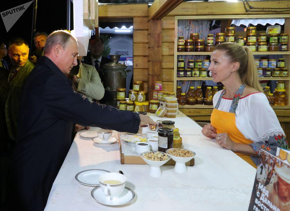El Foro Económico Oriental, sin corbata: caviar y hospitalidad rusa