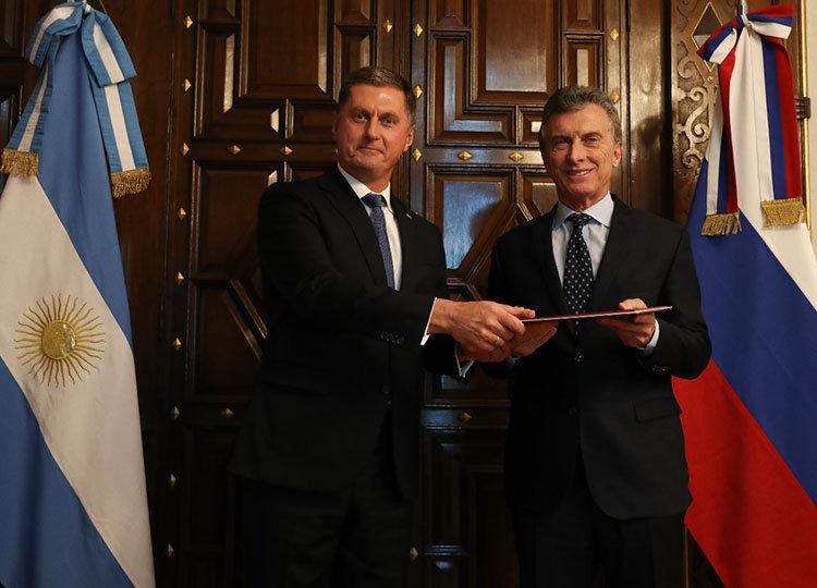 El 21 de agosto el embajador Dmitry Feoktistov entregó las cartas credenciales al presidente Mauricio Macri