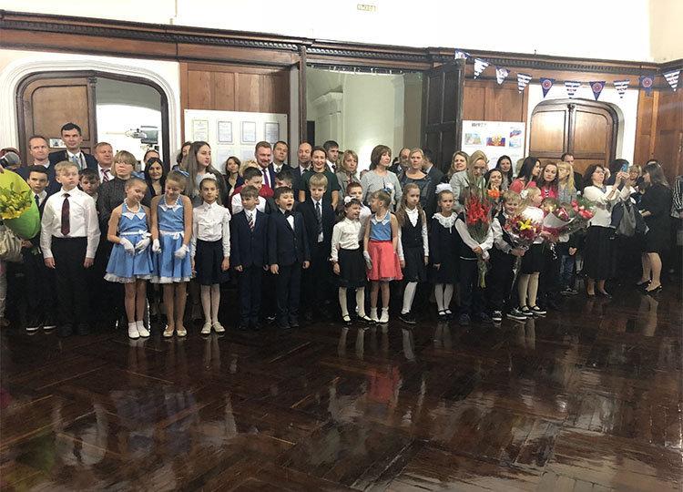 El 3 de septiembre en la Escuela de la Embajada de Rusia en Argentina se realizó un evento solemne con motivo del inicio del año escolar, a donde asistió el embajador
