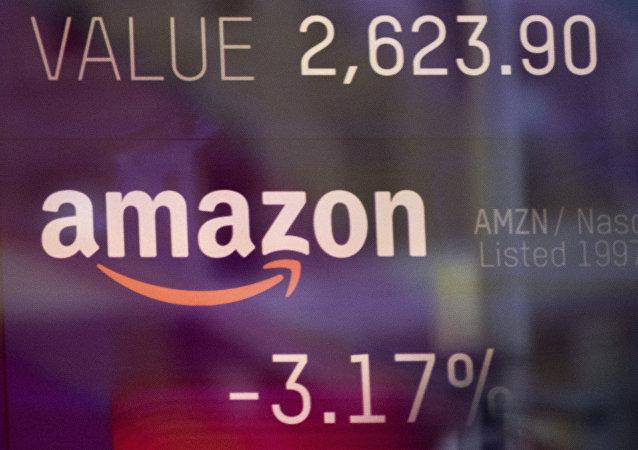 El logo de Amazon en una pantalla de la bolsa NASDAQ