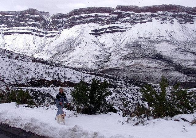 Montañas cubiertas por la nieve en Sudáfrica