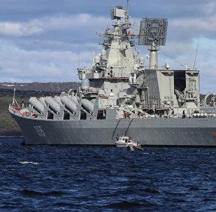 El crucero Mariscal Ustinov