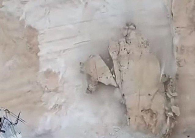 Se derrumba un acantilado sobre una de las playas más bellas del mundo
