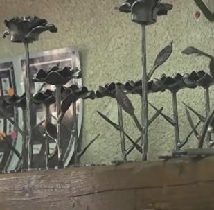 El arte en medio de la guerra: un israelí convierte misiles en artesanías