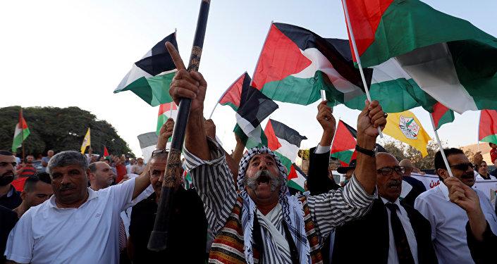 Protesta contra la demolición de la aldea beduina de Al Jan al Ahmar