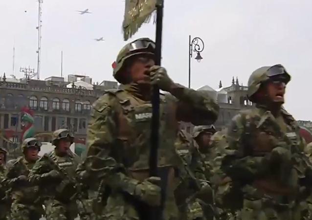 México celebra el Día de la Independencia con un grandioso desfile