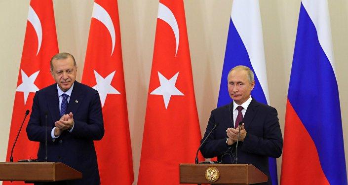 El presidente de Turquía, Recep Tayyip Erdogan y el presidente de Rusia, Vladímir Putin en Sochi, Rusia