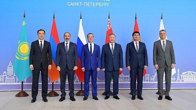 La Unión Económica Euroasiática (UEE) es una alianza de integración económica que reúne a cinco países de la antigua URSS en un mercado común: Armenia, Bielorrusia, Kazajistán, Kirguistán y Rusia