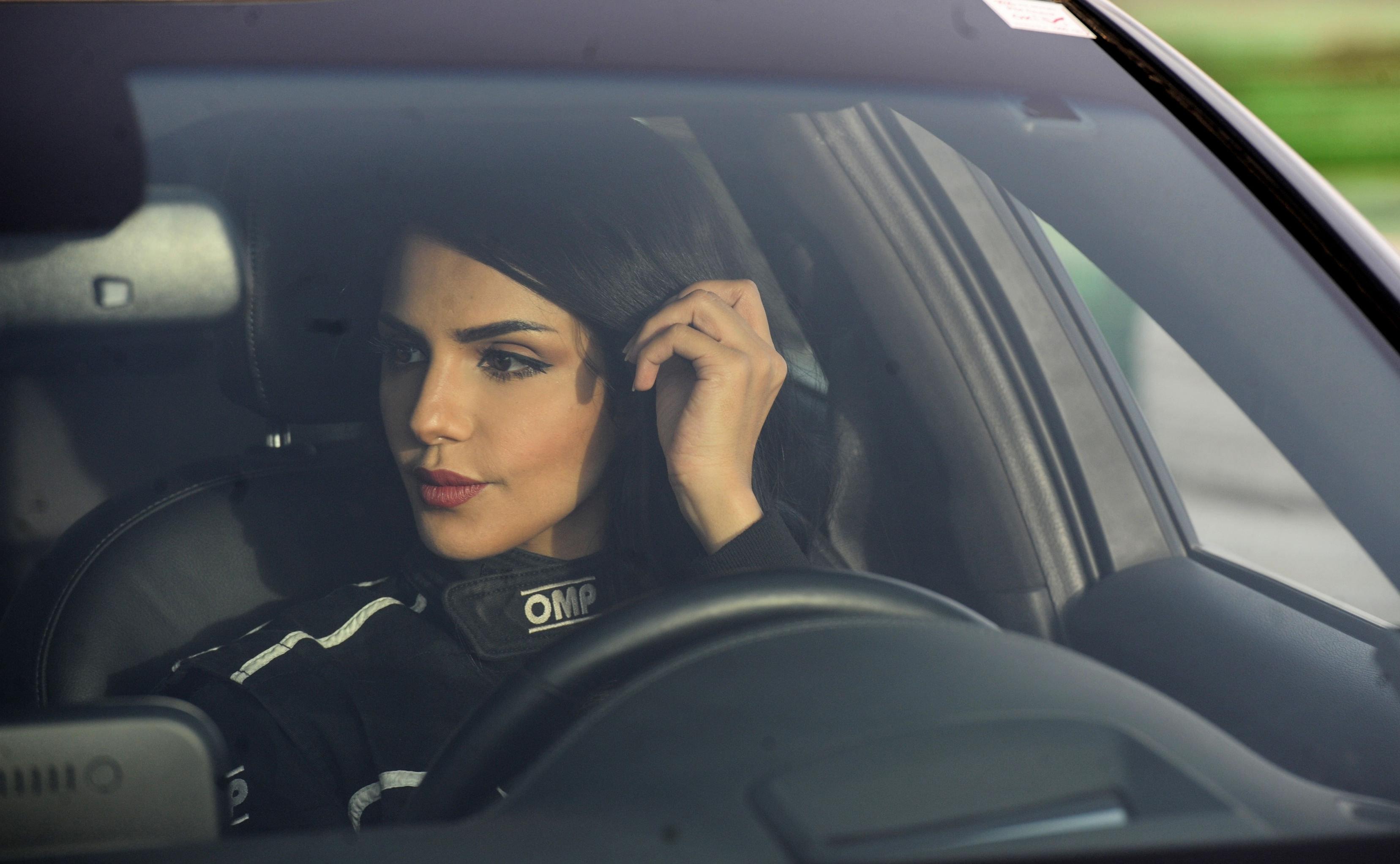 Rana Mimuni, mujer piloto saudí