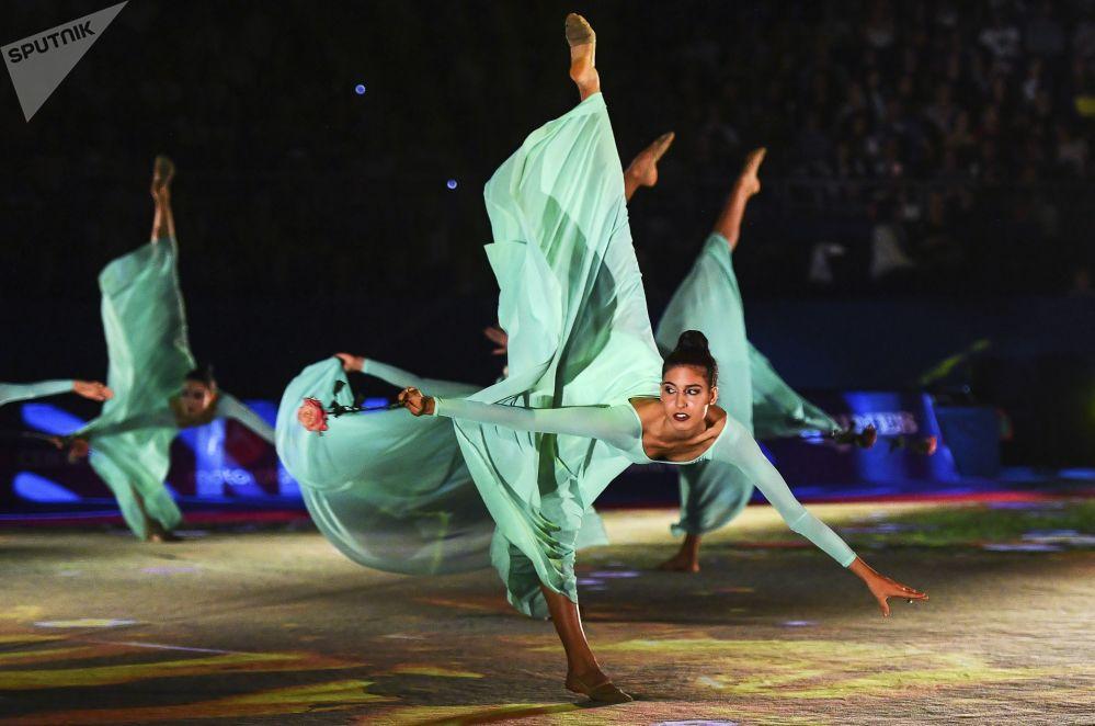 Las gimnastas el equipo nacional de Italia, en el concierto de gala del Mundial de gimnasia rítmica celebrado en Sofía (Bulgaria).