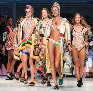 Milán es, junto con Nueva York, Londres y París, una de las ciudades consideradas meca de la moda. En la foto, las modelos desfilan con la colección de la marca Etro durante la Semana de la Moda de Milán.