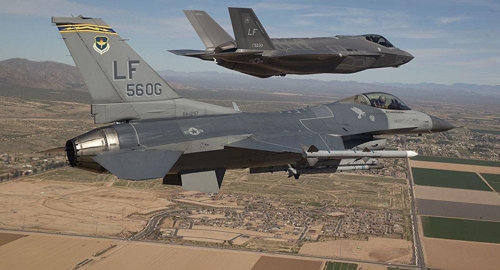 F-16 y F-35 (archivo)