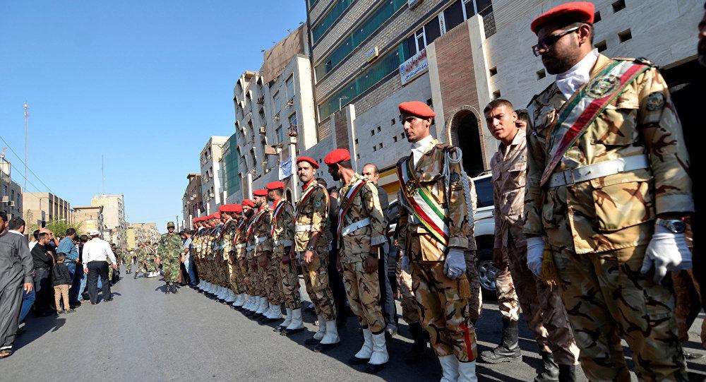 Hombres de seguridad durante un funeral de las víctimas del asalto en Ahvaz, Irán