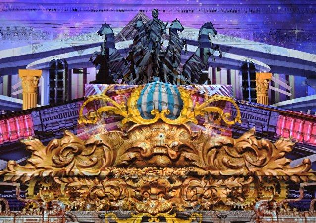 Un impresionante espectáculo de luces se exhibe en el Teatro Bolshói