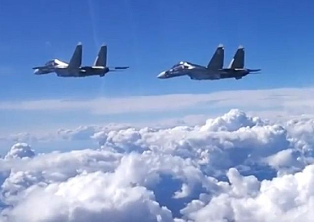 Cazas rusos aniquilan al 'enemigo' en las costas de Crimea
