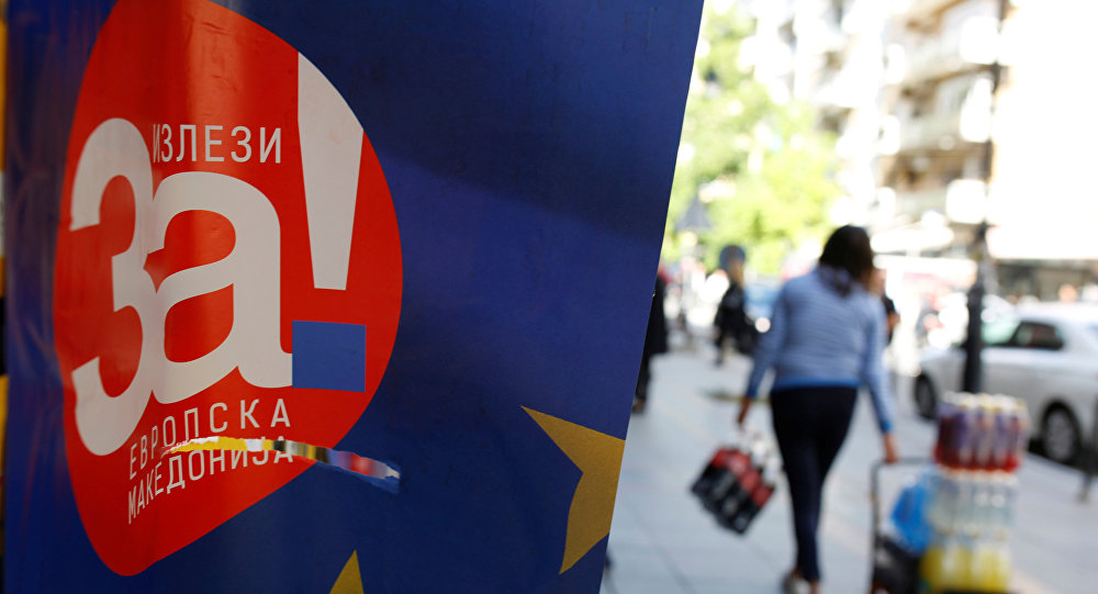 Un póster del referéndum en Macedonia