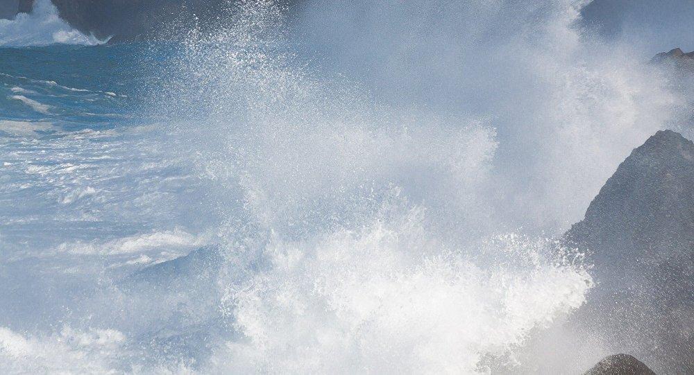Mar agitado (archivo)